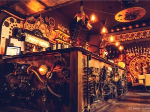 Enigma: apre in Romania un bar a tema steampunk con sculture cinetiche