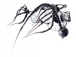 Organismi in metallo forgiati da Mylinh Nguyen